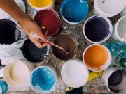 barattoli di vernice per ristrutturazione